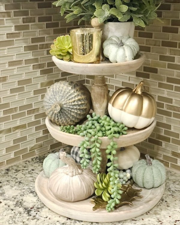 Warm And Welcoming Pumpkin Decoration. Pic by saltgrassdecor