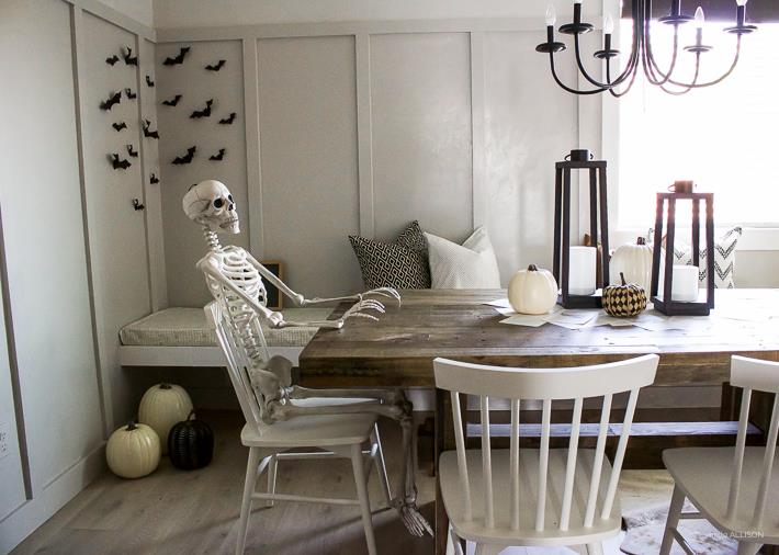 skeleton is waiting for lunch.