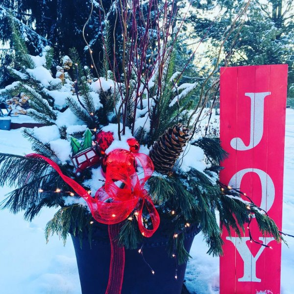 amazing christmas outdoor decor with joy sign board