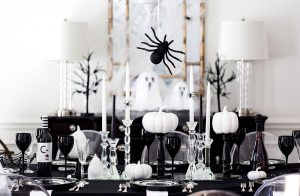 Amazing black and white table decor.