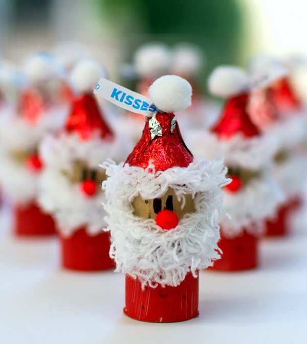 Awesome wine corks dressed as Santa by paint and yarn.
