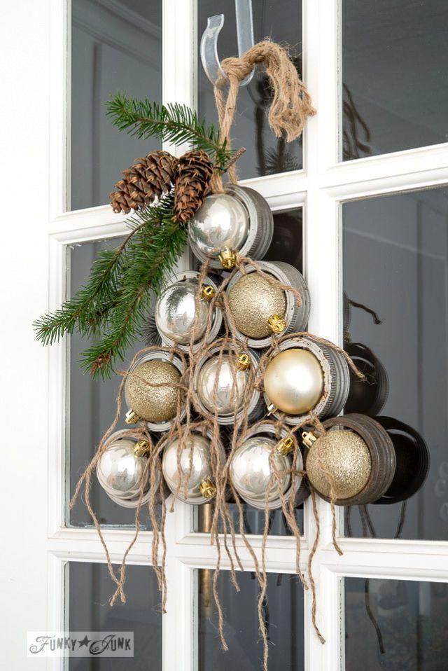 Best mason jar lid wreath for Christmas decoration.