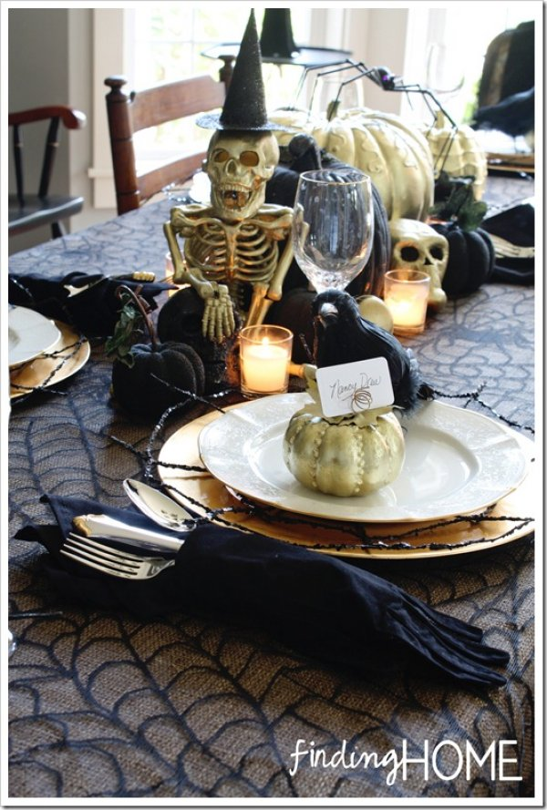 Black and gold pumpkin and skull decor.