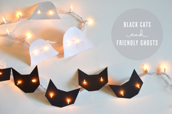 Black cats and ghosts string light for home decor.