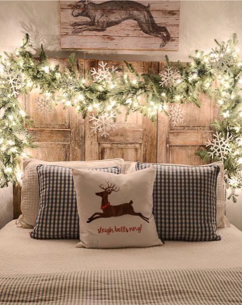 Charismatic garland with snowflakes and Christmas bedding.