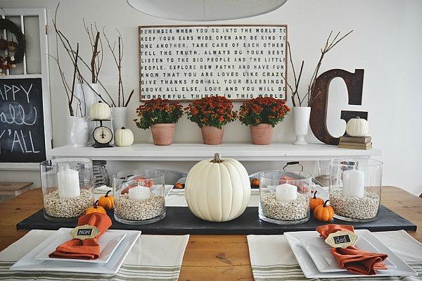 Cool fall table decor idea.