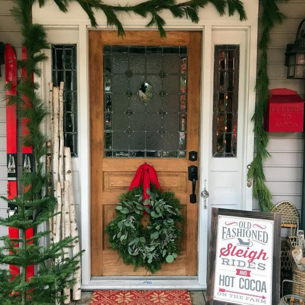 Cottage style front porch decor for Christmas.