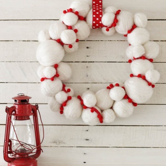 Country living style yarn ball wreath.