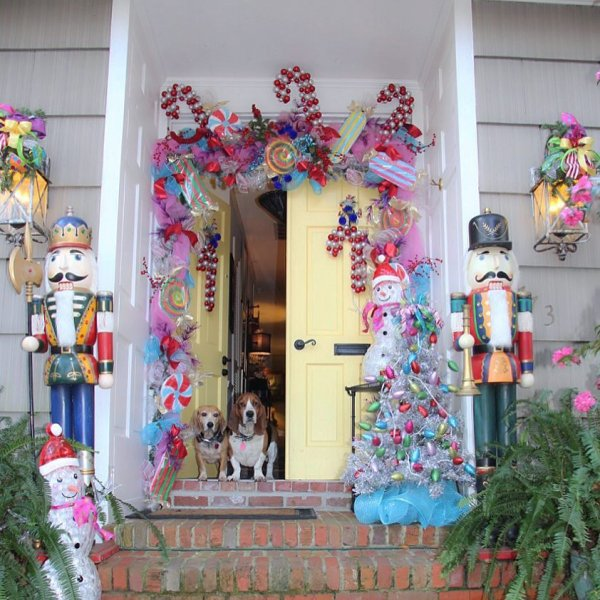 Dreamland Christmas front door decoration idea.