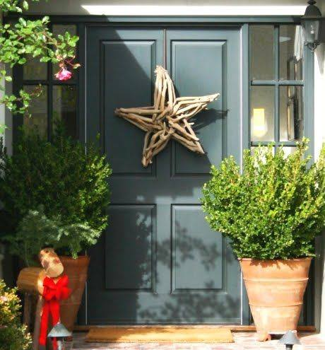 Driftwood star on front door wit Christmas tree.