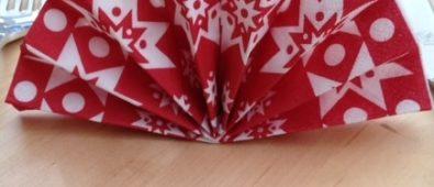 Easy fan folding napkin for dinner table.