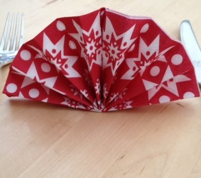 Easy fan folding napkin for dinner table.