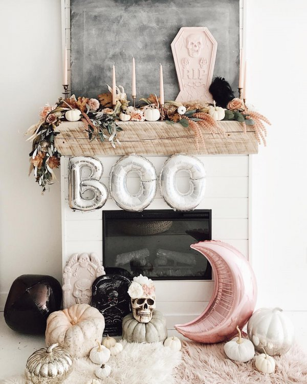 Exclusive mantel decor for halloween.