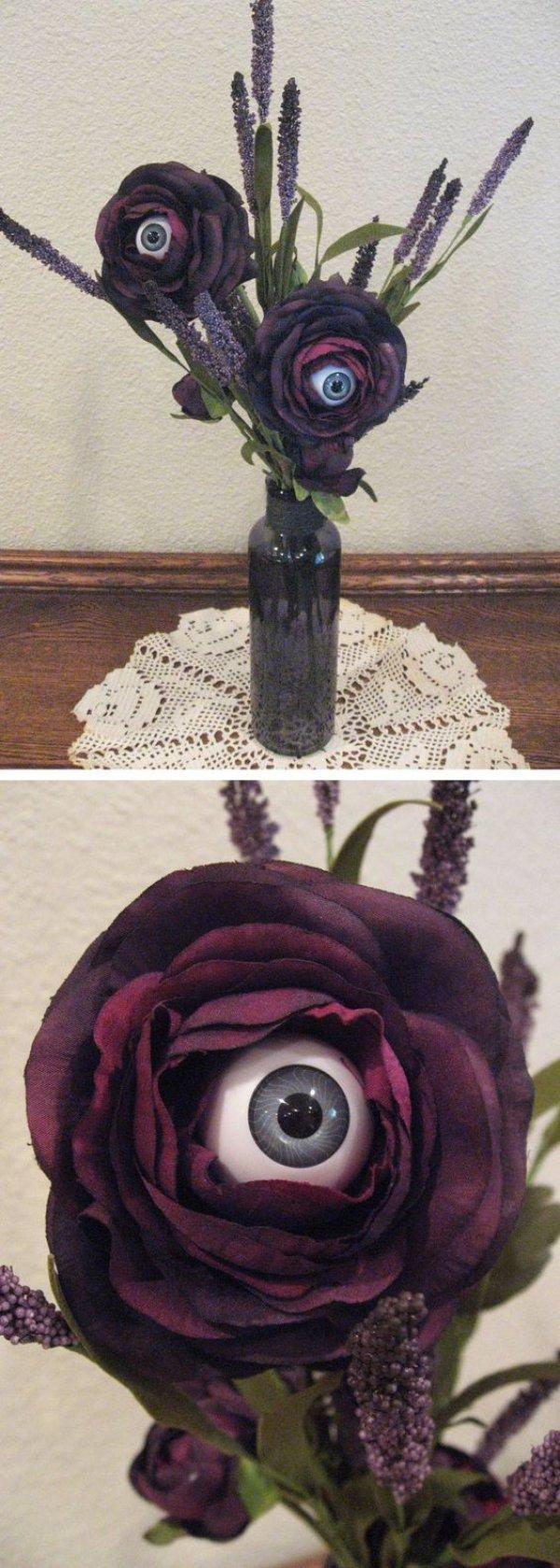 Eyeball flower vase for Halloween.
