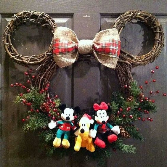 Fabulous mini mouse wreath made of twigs and cute bow.