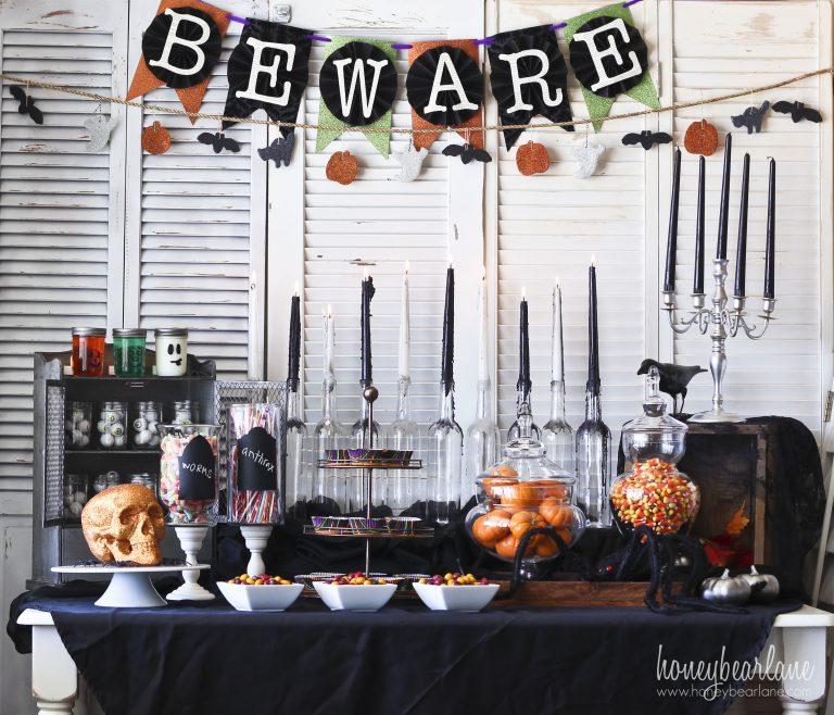 Fun and spooky Halloween table decor.