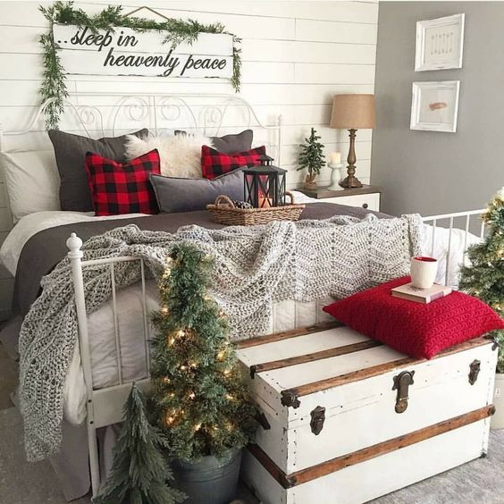 You Would Have Never Seen These 20 Magical Christmas Bedroom Decor Ideas
