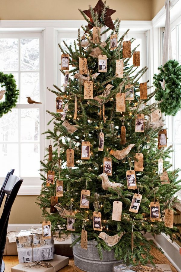 Impressive diy hanging ornaments on Christmas tree.