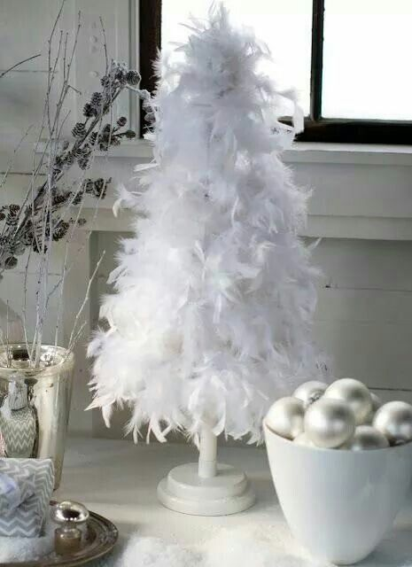 Main-blowing white feather tree for this Christmas.