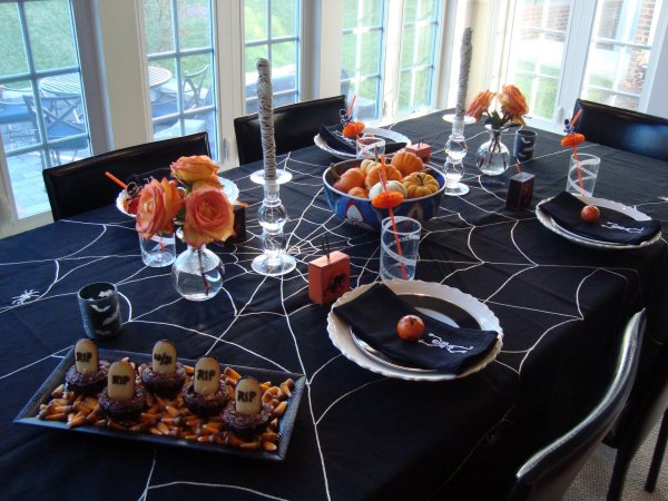 Mummies, pumpkin and spider table cloth perfect for halloween table decor.