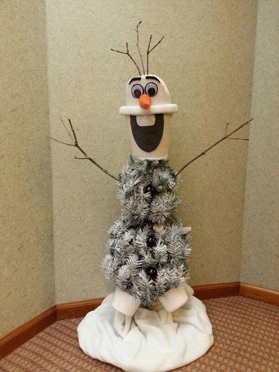 Nice olaf Christmas tree.