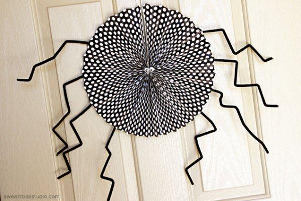 Nice paper fan speder for halloween decor.