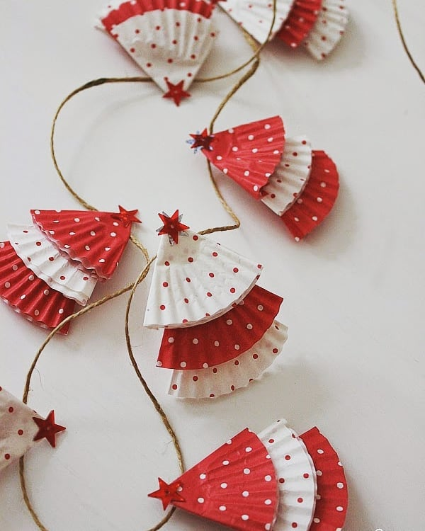 Polka dots red and white paper garland.