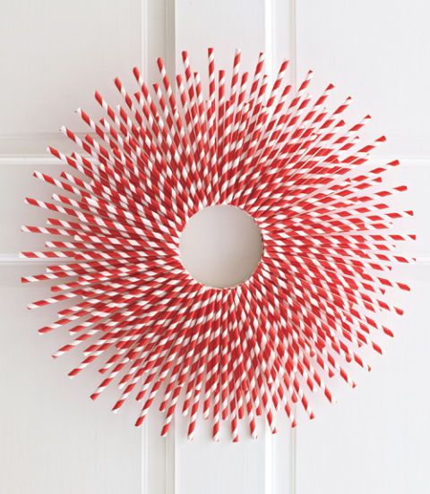 Red and white paper straw Christmas wreath.