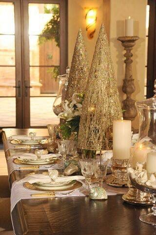 Rocking golden table decor for Christmas dinner party.