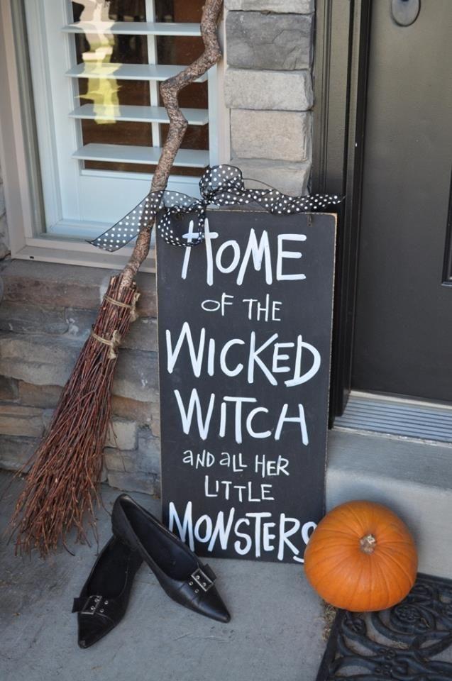 Simple halloween front door decoration.