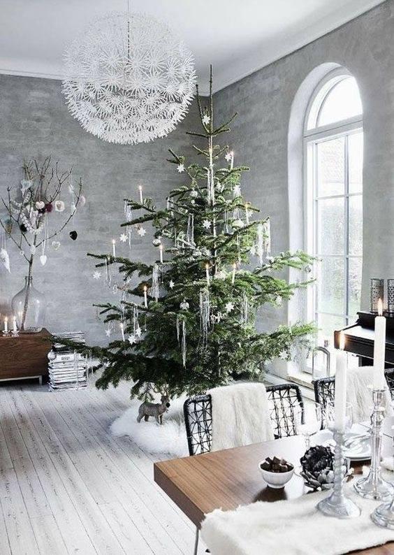 Snowy white Christmas party decoration idea.