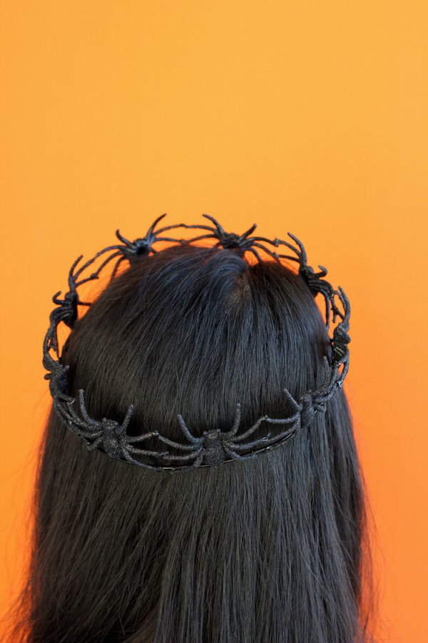 Spider crown for your guests.