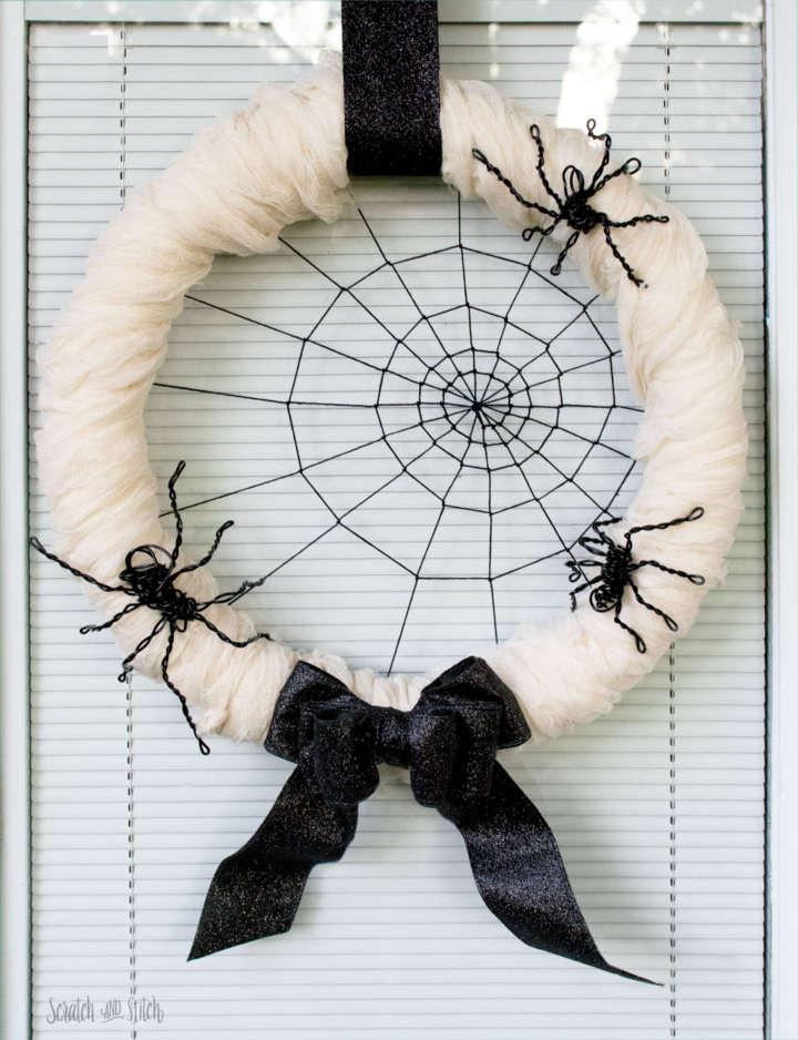 Spider halloween wreath with wire spiders.