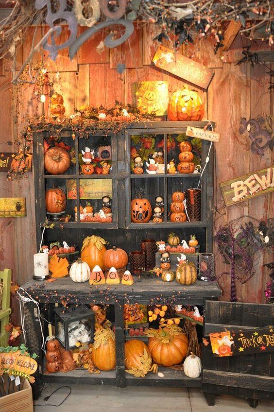 Spooktacular Yard Halloween decorations with Pumpkins.