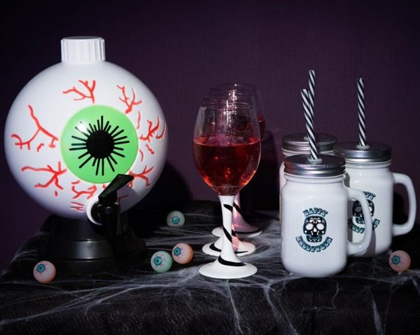 Spooky Halloween party decoration accessories.