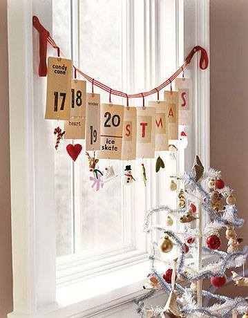 Start countdown for Christmas with this pretty paper banner garland.