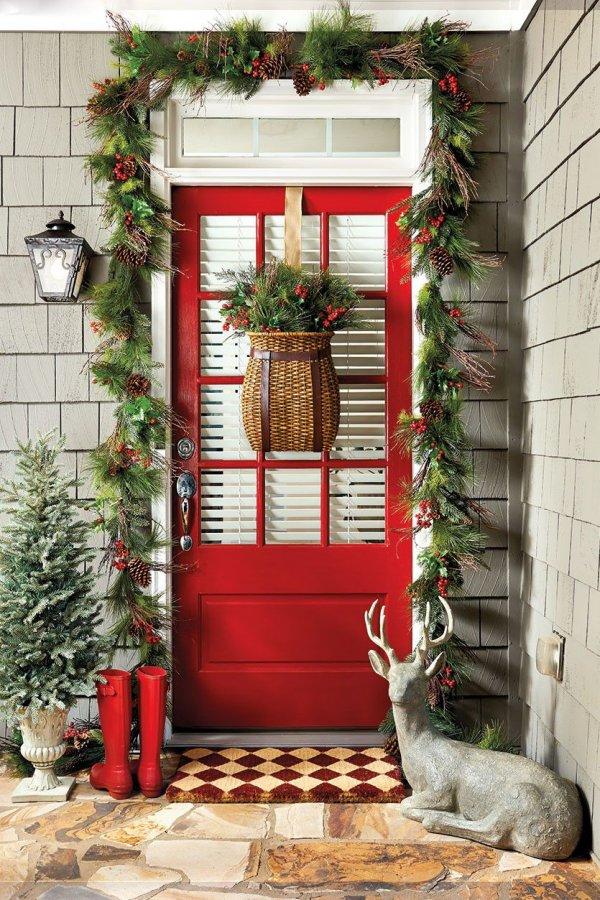 Stunning Christmas porch decoration.