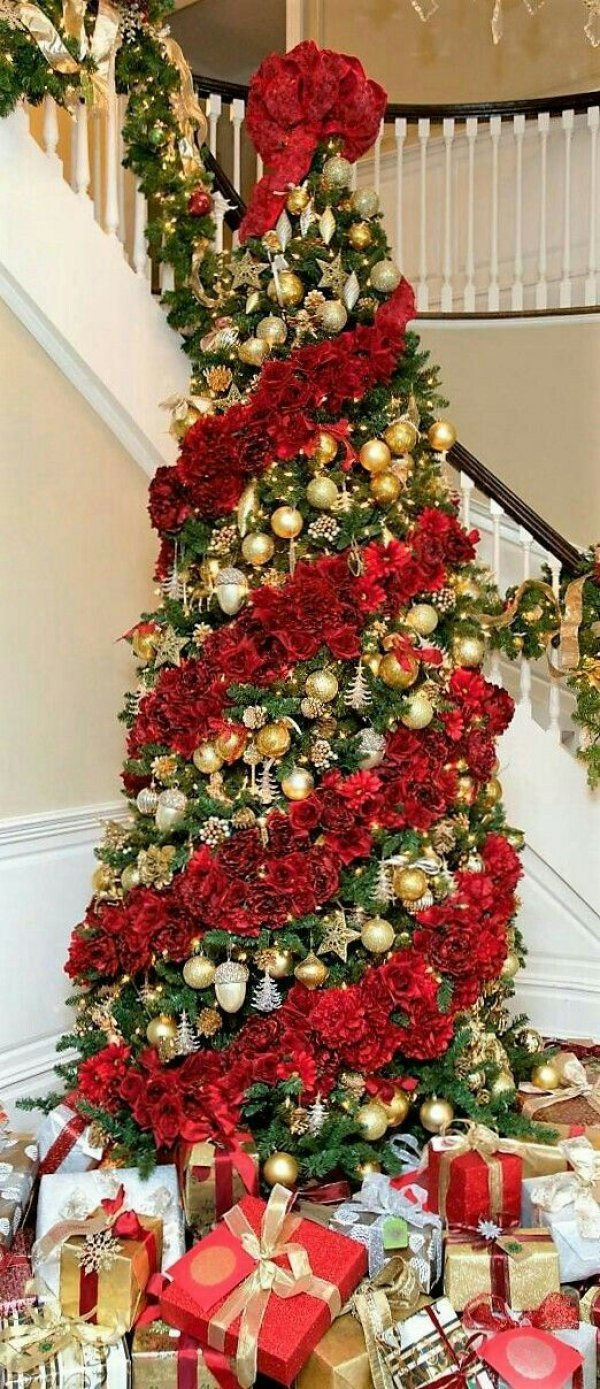 Swanky Christmas tree decoration with red and golden.