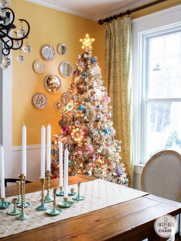 Vintage inspired Christmas tree decoration idea.