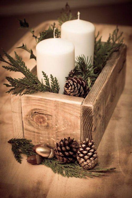 Wooden box with pinecone and leaves candle decoration ideas.