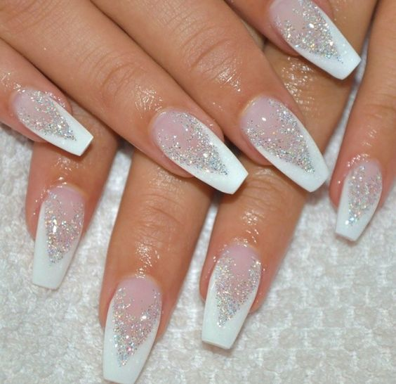 Acrylic white glitter nails for Christmas party.