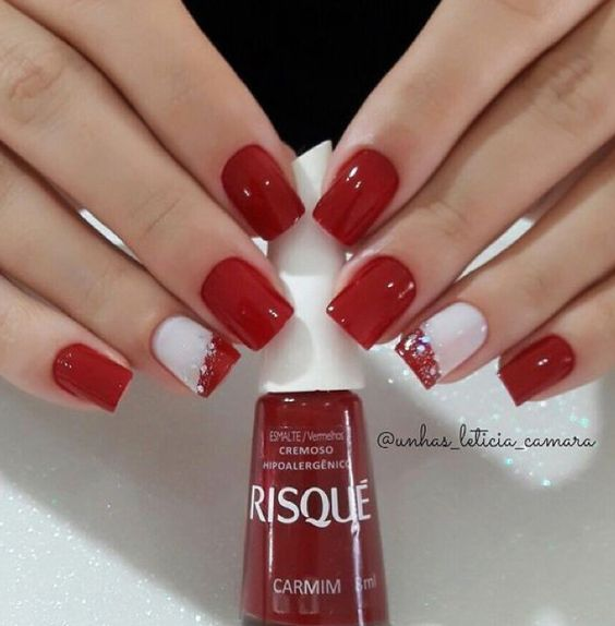 Amazing red and white Christmas nails.
