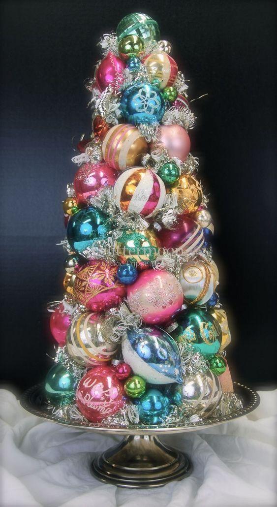 Amazing vintage ornament Christmas tree.