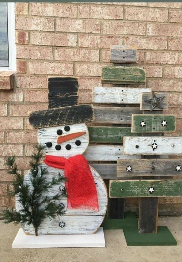 Awesome reclaimed wood snowman with Christmas tree for outdoor decoration.