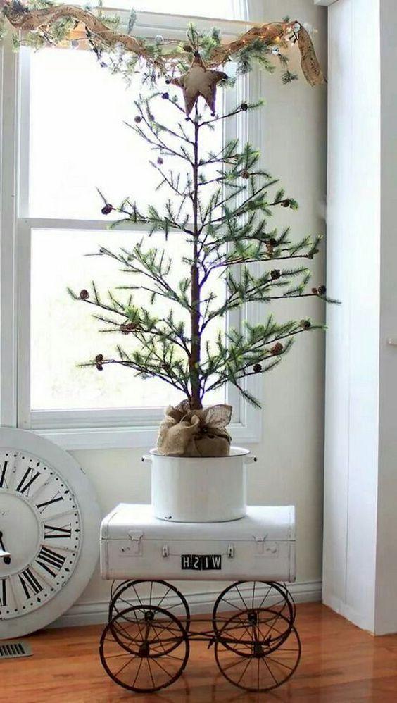 Best shabby chic Christmas tree decor idea.