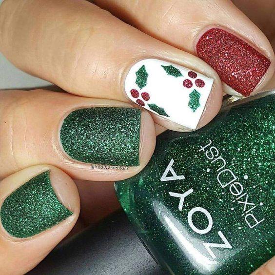 Chic green glitter nails with leaves.