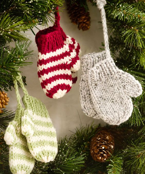 Cute crochet ornaments for Christmas tree.