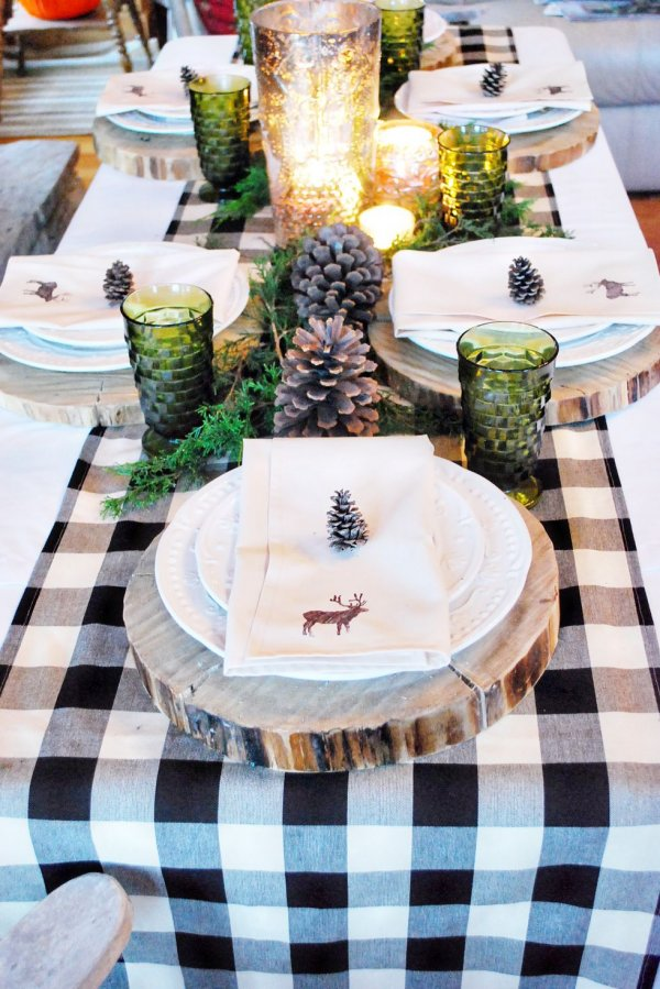 Dazzling rustic touch dinning table decoration.
