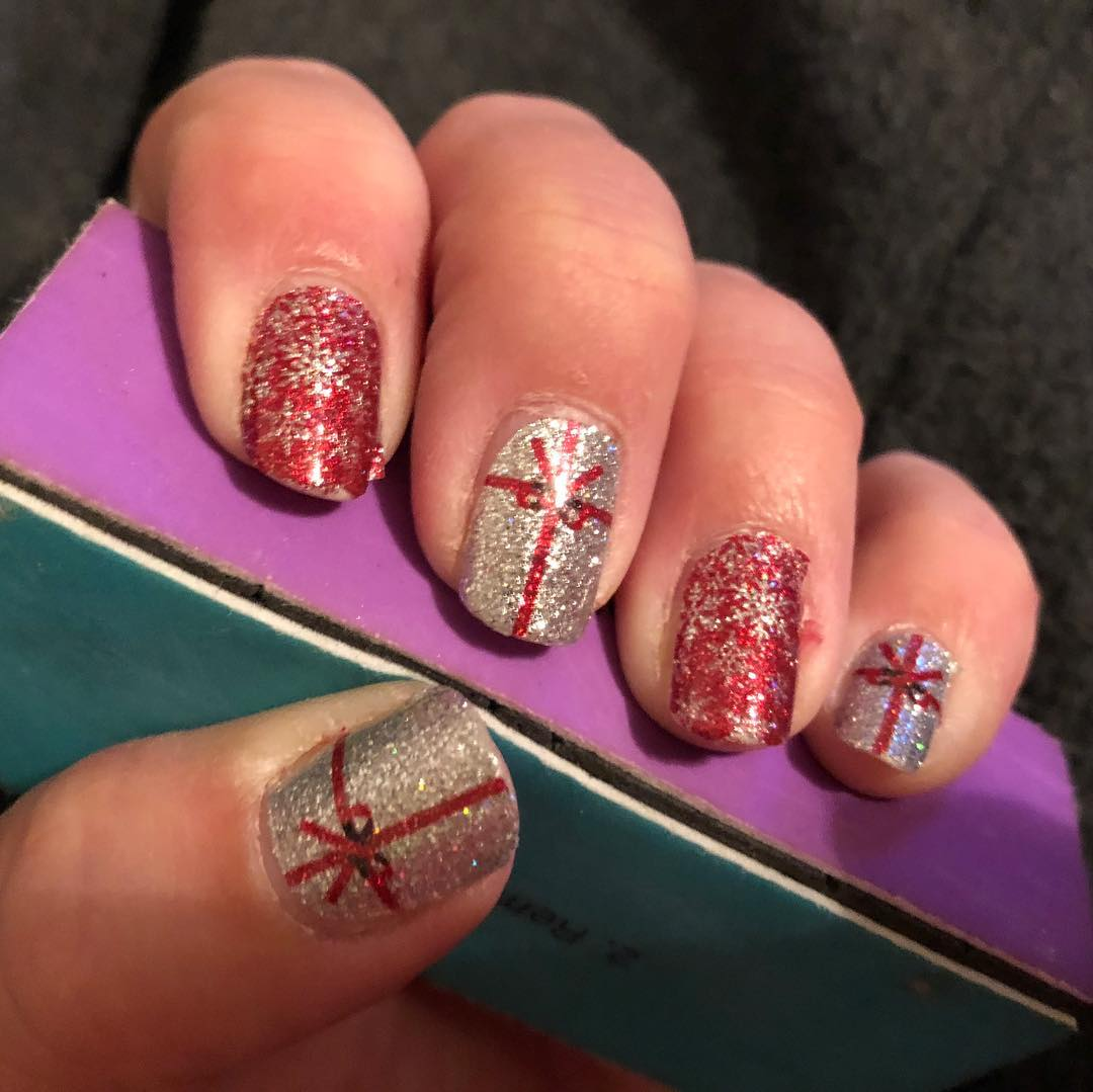 Glamorous silver and marron glitter nails.