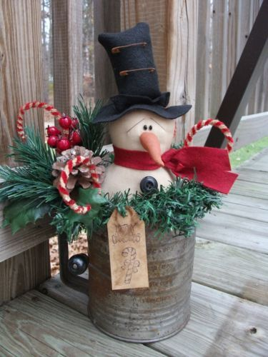 Gorgeous vintage Christmas outdoor decor with this snowman.